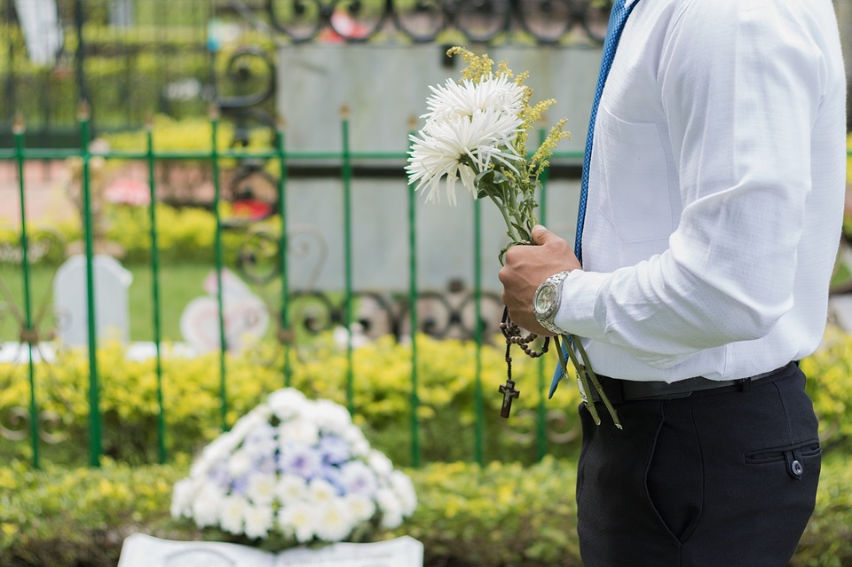 5 things to consider when planning a funeral gc smith co finding a funeral director funeral home solutioingenieria Images
